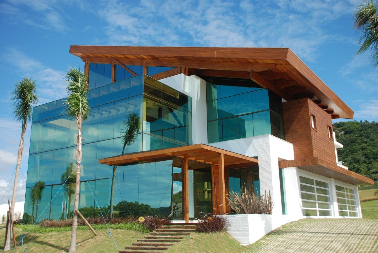 Construção do Imóvel: Vantagem e desvantagem da fachada de vidro