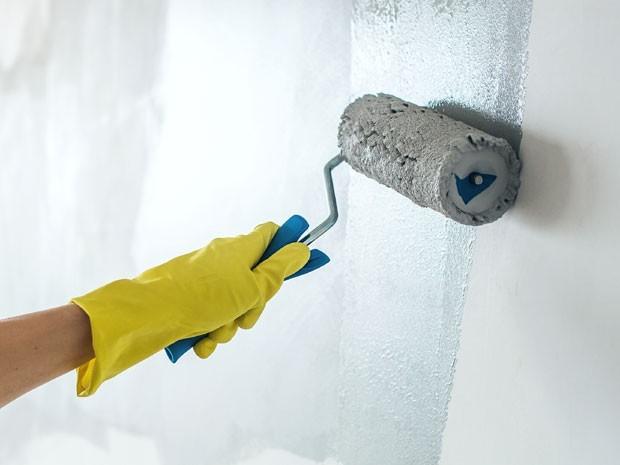Como é preparado a parede de sua casa para receber pintura e textura?