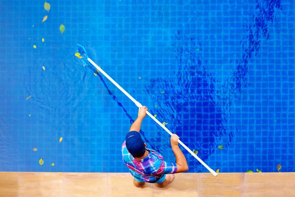 Como deve ser feito a manutenção da sua piscina? A Reform te dá algumas dicas: