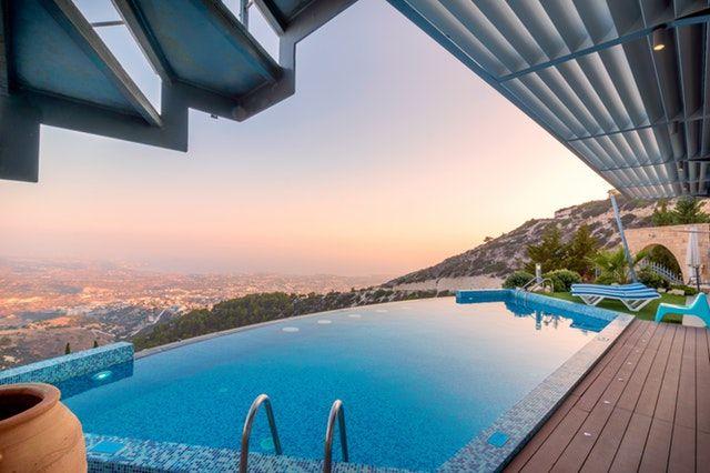 Vantagens e Desvantagens de ter uma piscina em casa